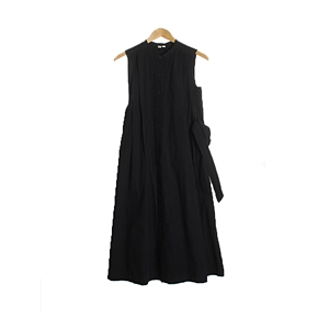UNIQLO  DRESSWOMAN